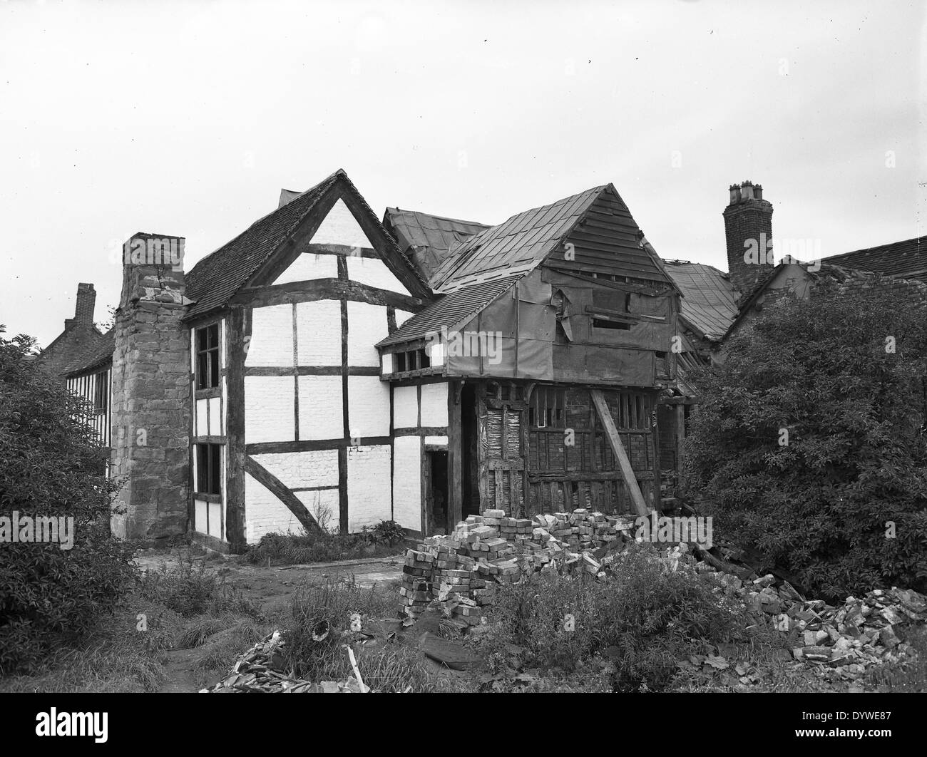 Restoring Old Hall Manor House At West Bromwich 1958