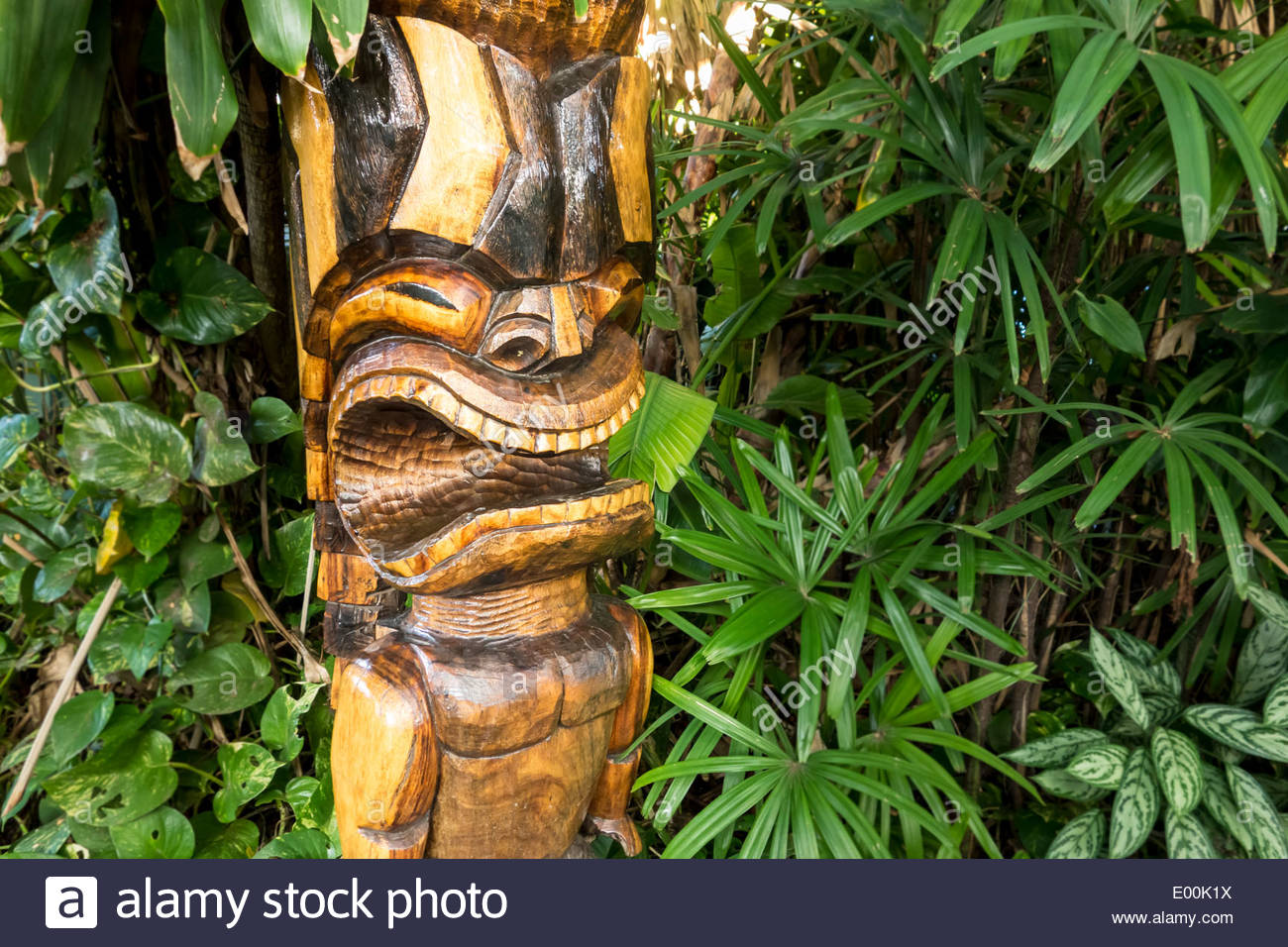 tiki-hawaiian-culture-statue-in-shopping