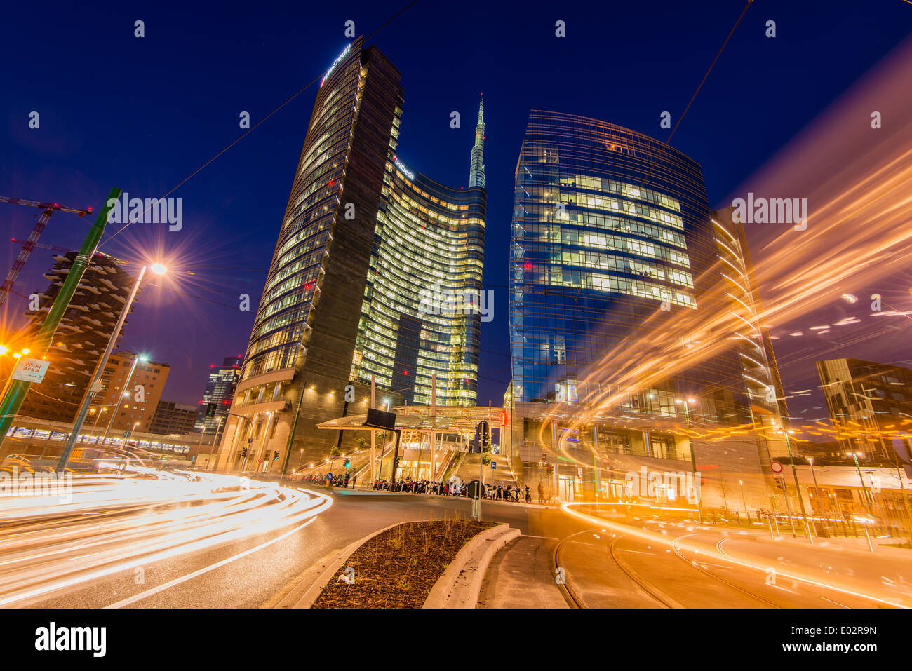 Unicredit tower by night porta nuova business district for Milan nightlife