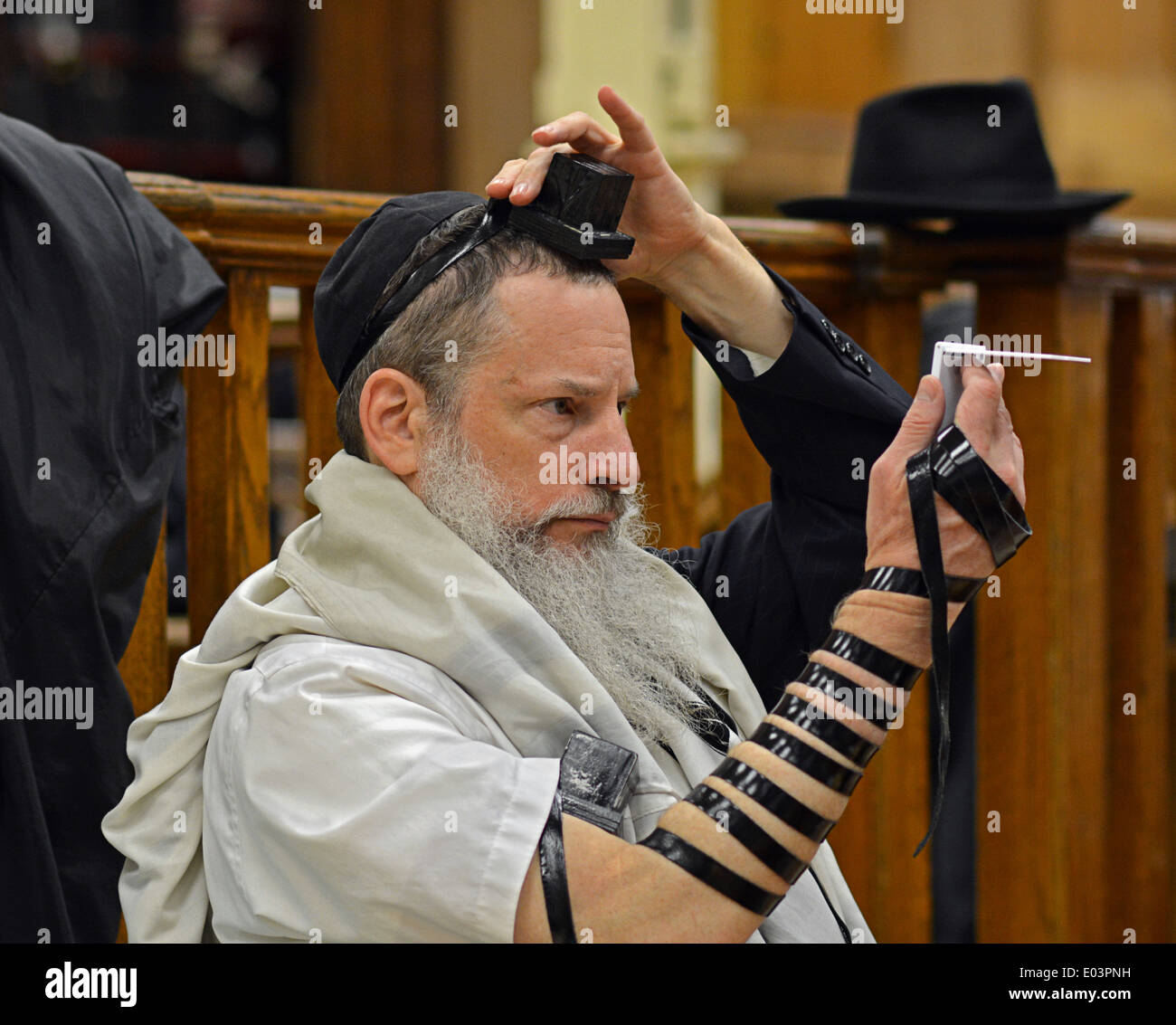 What Are Tefillin in Judaism  ThoughtCo