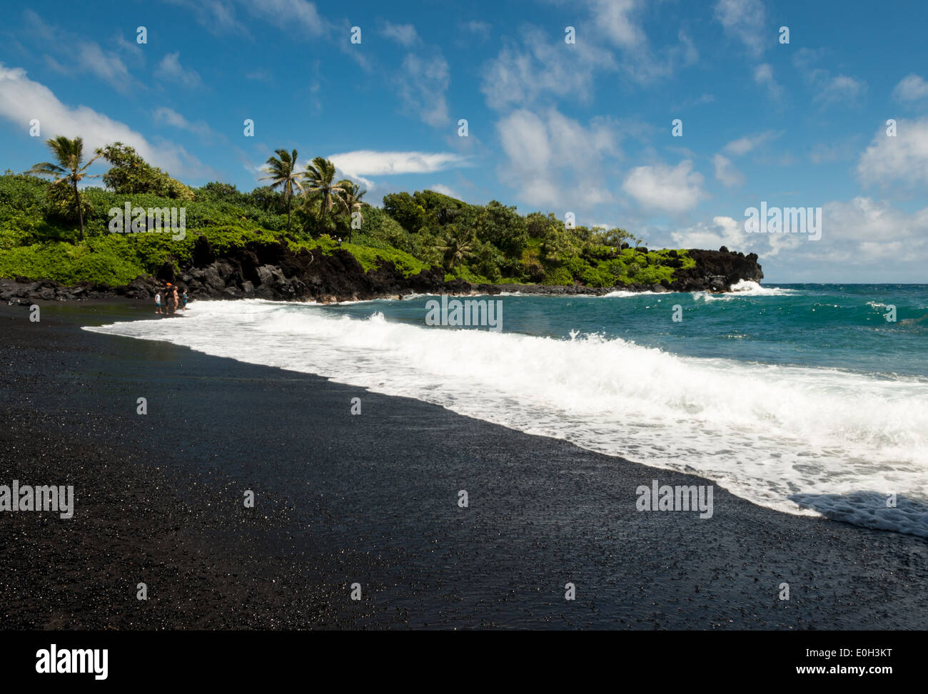 black-sand-beach-at-wainapanapa-state-pa