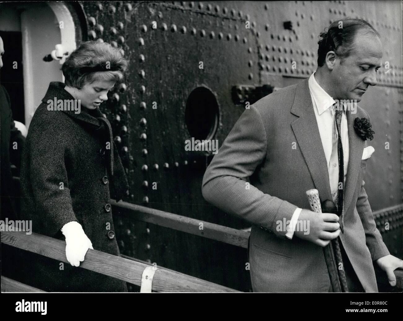Jul. 15, 1958 - 15.7.58 Dominic Elwes and bride arrive ...