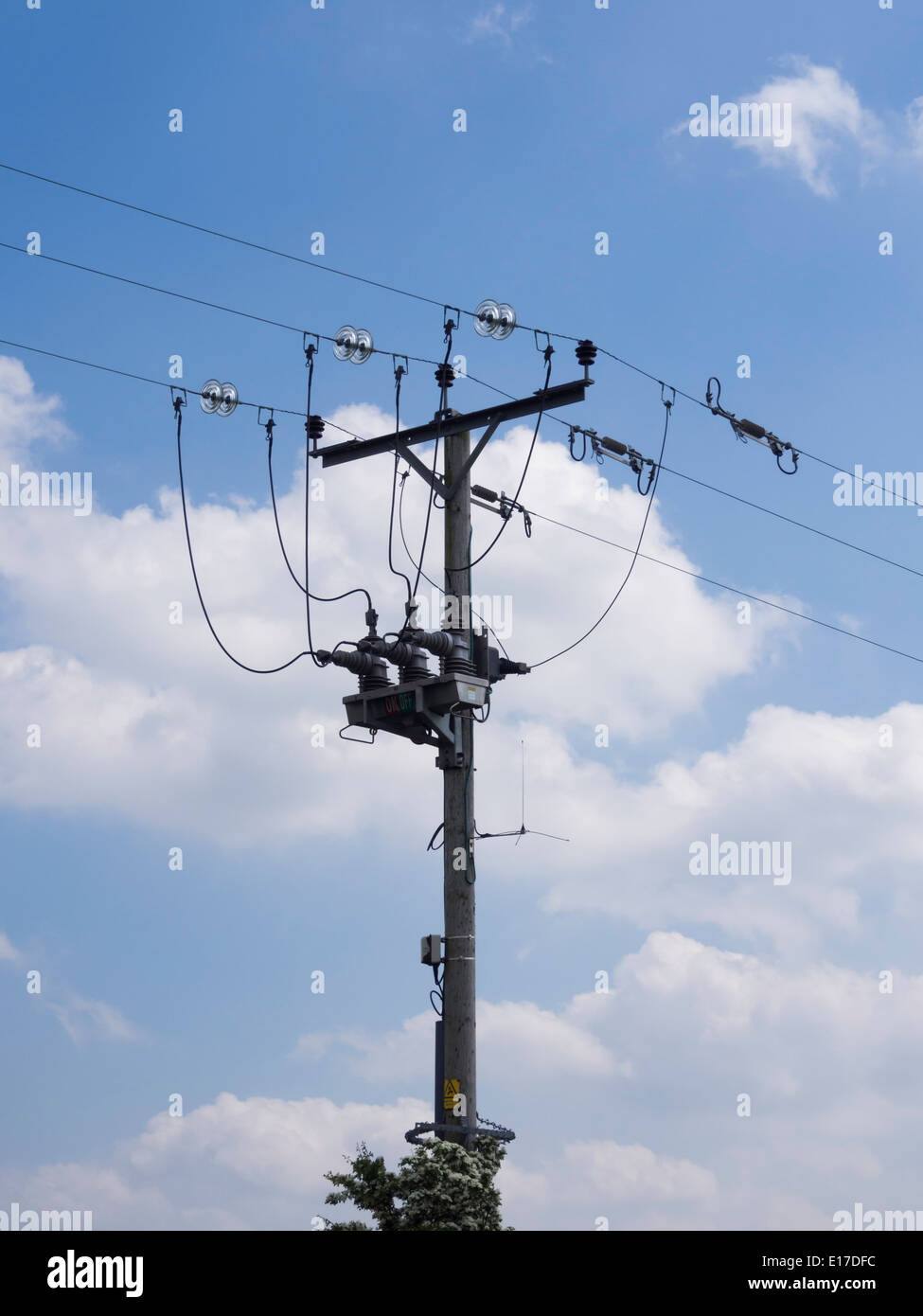 Pole Overhead Line Structures : A remotely operated v transformer circuit breaker and