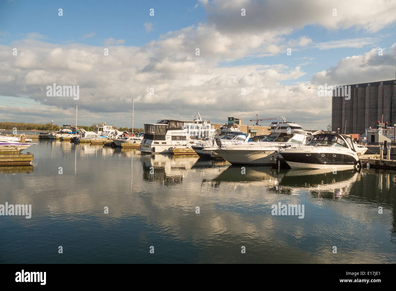 boats-moored-on-lake-ontario-in-toronto-
