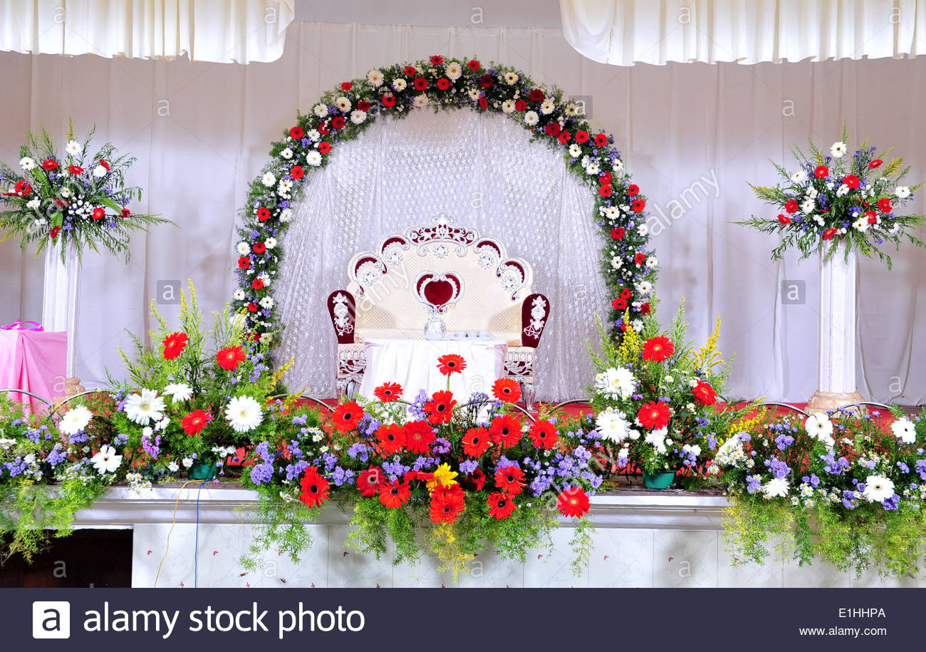 Wedding stage decoration with flowers in hindu christian for Decoration with flowers