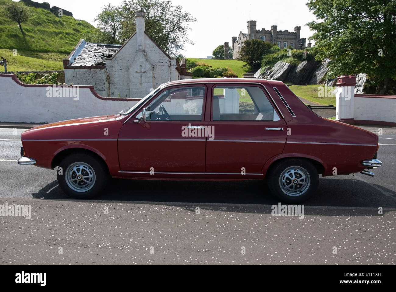 1972 red renault 12tl french motor car stock photo royalty free image 69984505 alamy. Black Bedroom Furniture Sets. Home Design Ideas
