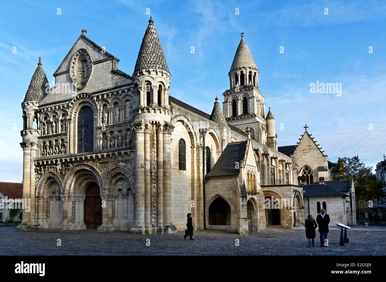 France vienne poitiers romanesque church notre dame la for Vienne poitiers