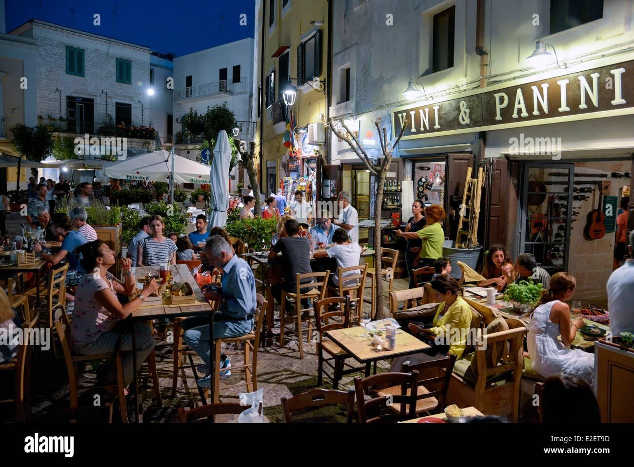 Bari Restaurant Sign