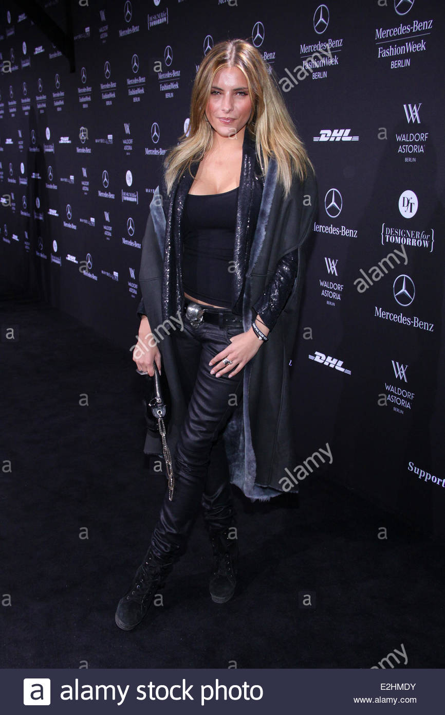 sophia thomalla at mercedes benz fashion week berlin autumn winter stockfoto lizenzfreies bild. Black Bedroom Furniture Sets. Home Design Ideas