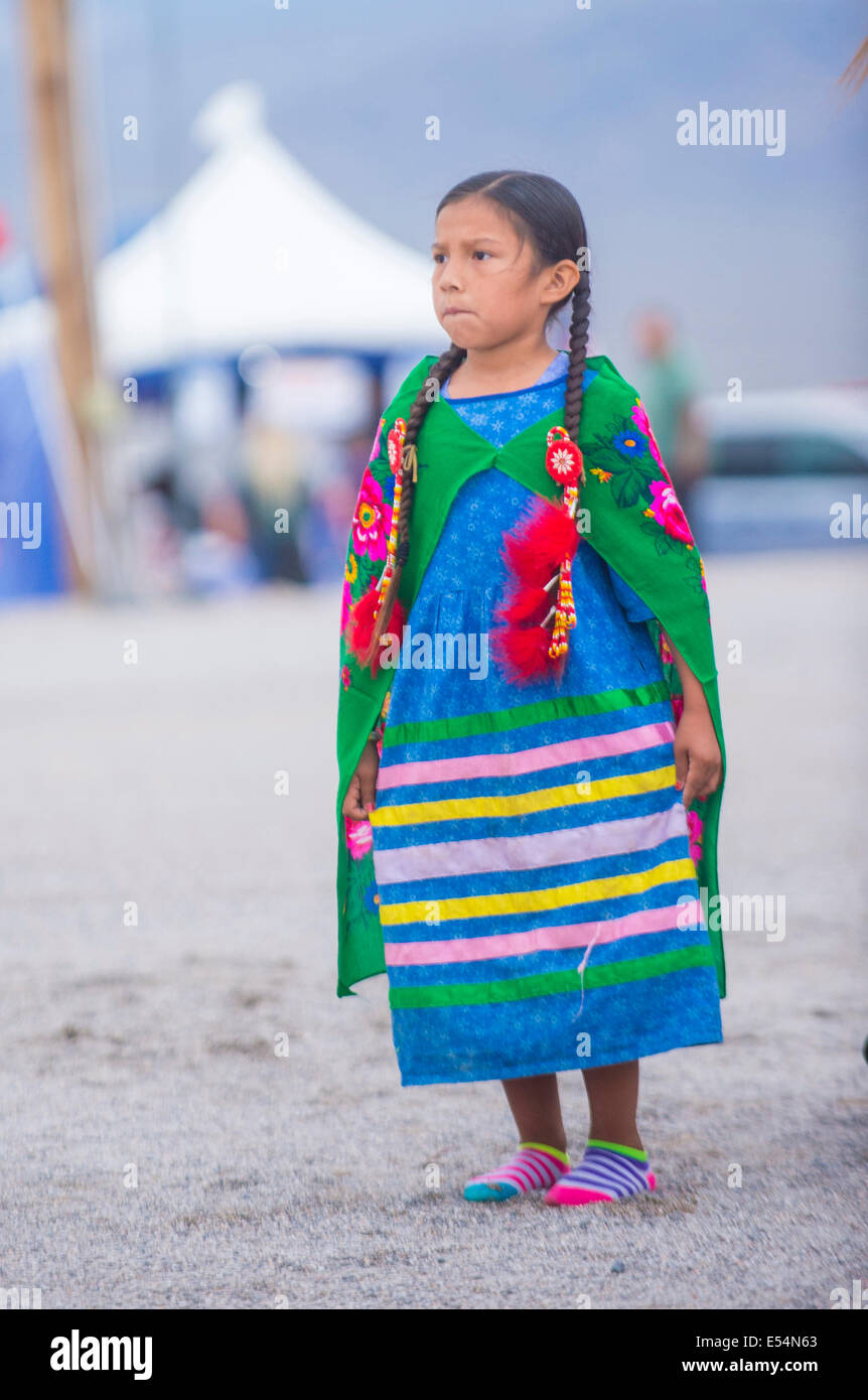Native American girl takes part at the 25th Annual Paiute Tribe Pow Wow Stock Foto