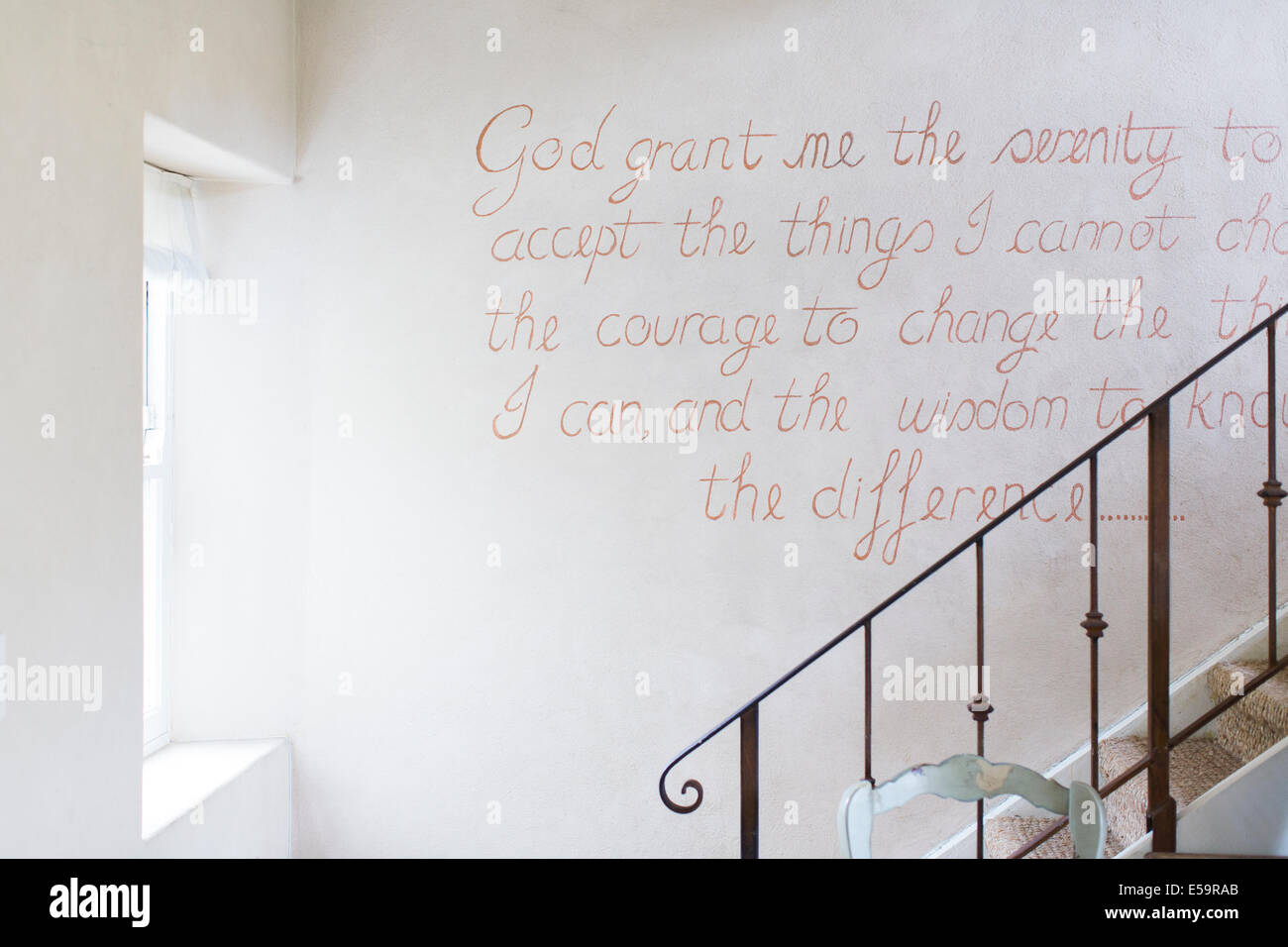 Quote on wall of rustic house Stock Foto