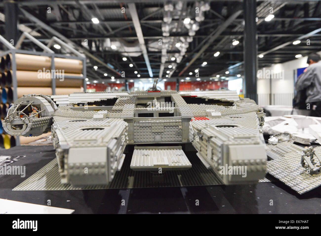 Excel london uk 17th august 201 a lego millennium for Interieur vaisseau star wars