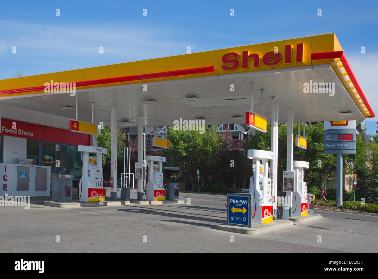 Shell Gas Station Near My Location >> Shell service station with sign showing the price per
