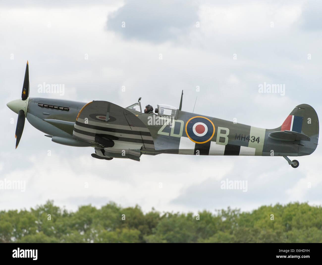 dunsfold-aerodrome-surrey-uk-saturday-23
