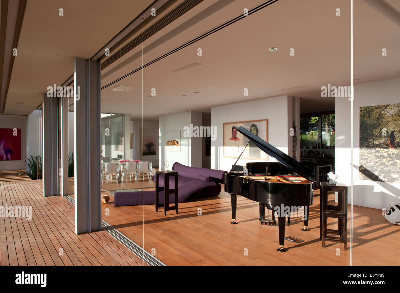 View into luxury room with grand piano l house israel for Classic house piano