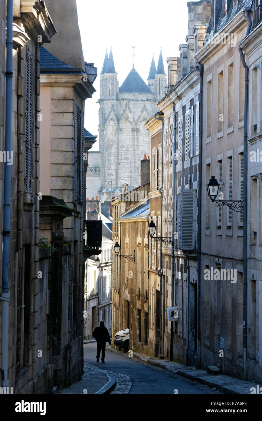 Narrow street poitiers vienne poitou charentes france for Vienne poitiers