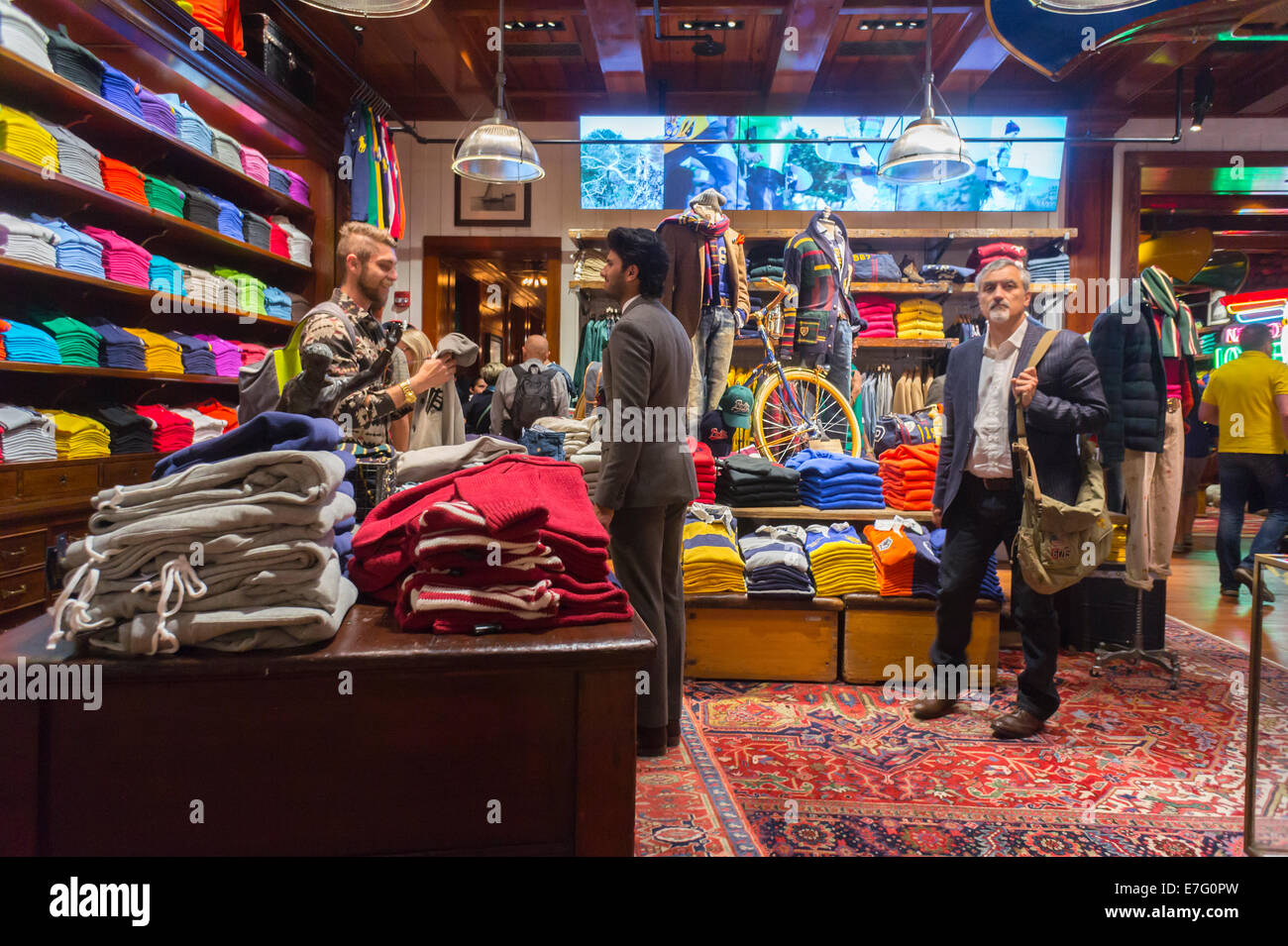 The brand new polo ralph lauren store of fifth avenue in for Ralph lauren 5th ave nyc