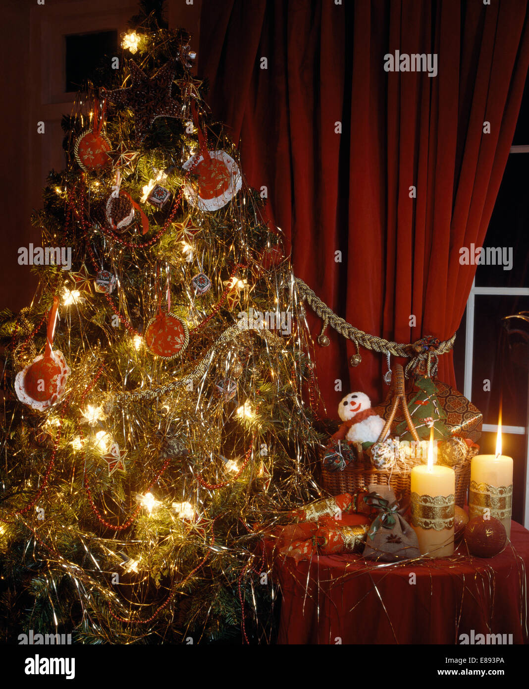 christmas tree decorated with tinsel and lametta and home. Black Bedroom Furniture Sets. Home Design Ideas