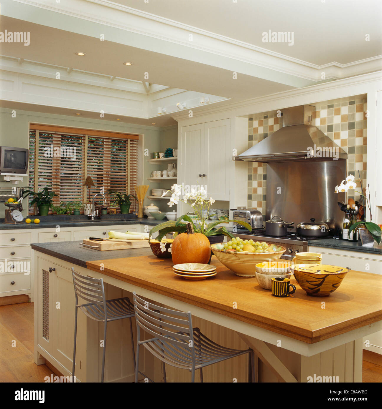 Island Units For Kitchens: Bowls Of Fruit On Large Island Unit With Breakfast Bar In