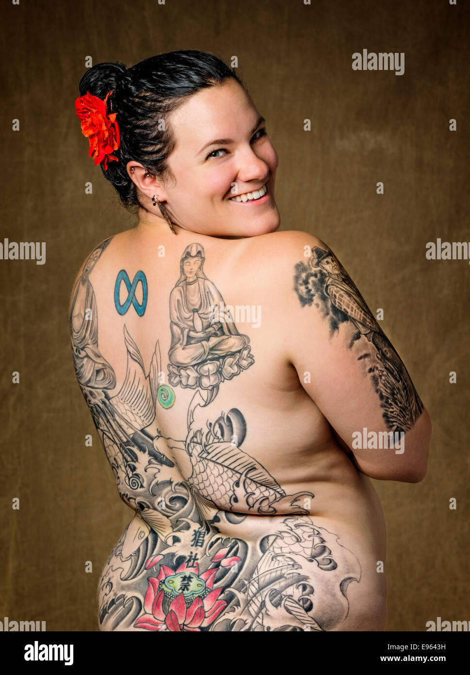 women naked in tattoo parlor