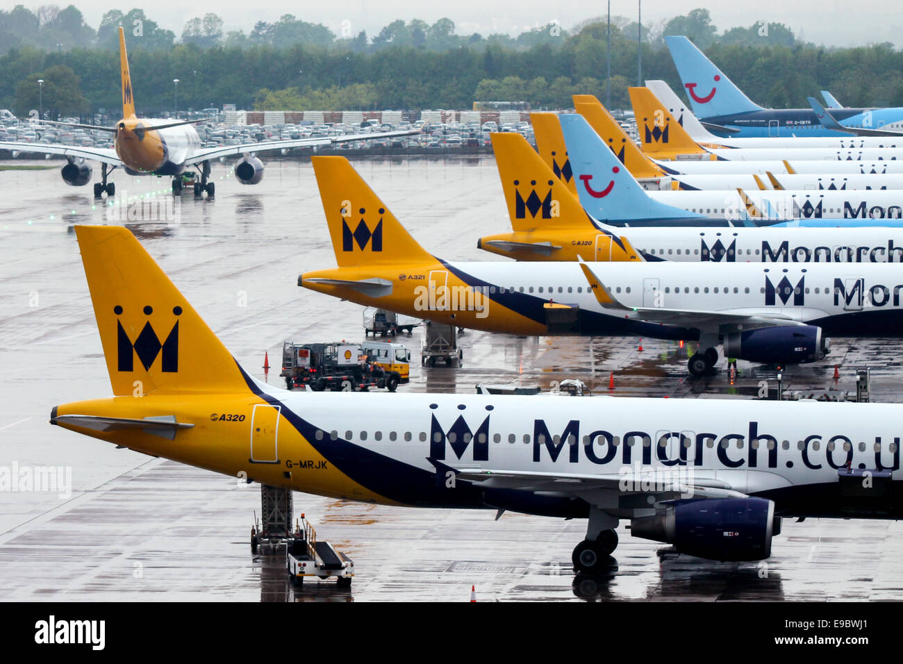 monarch-airlines-dominates-the-line-up-o