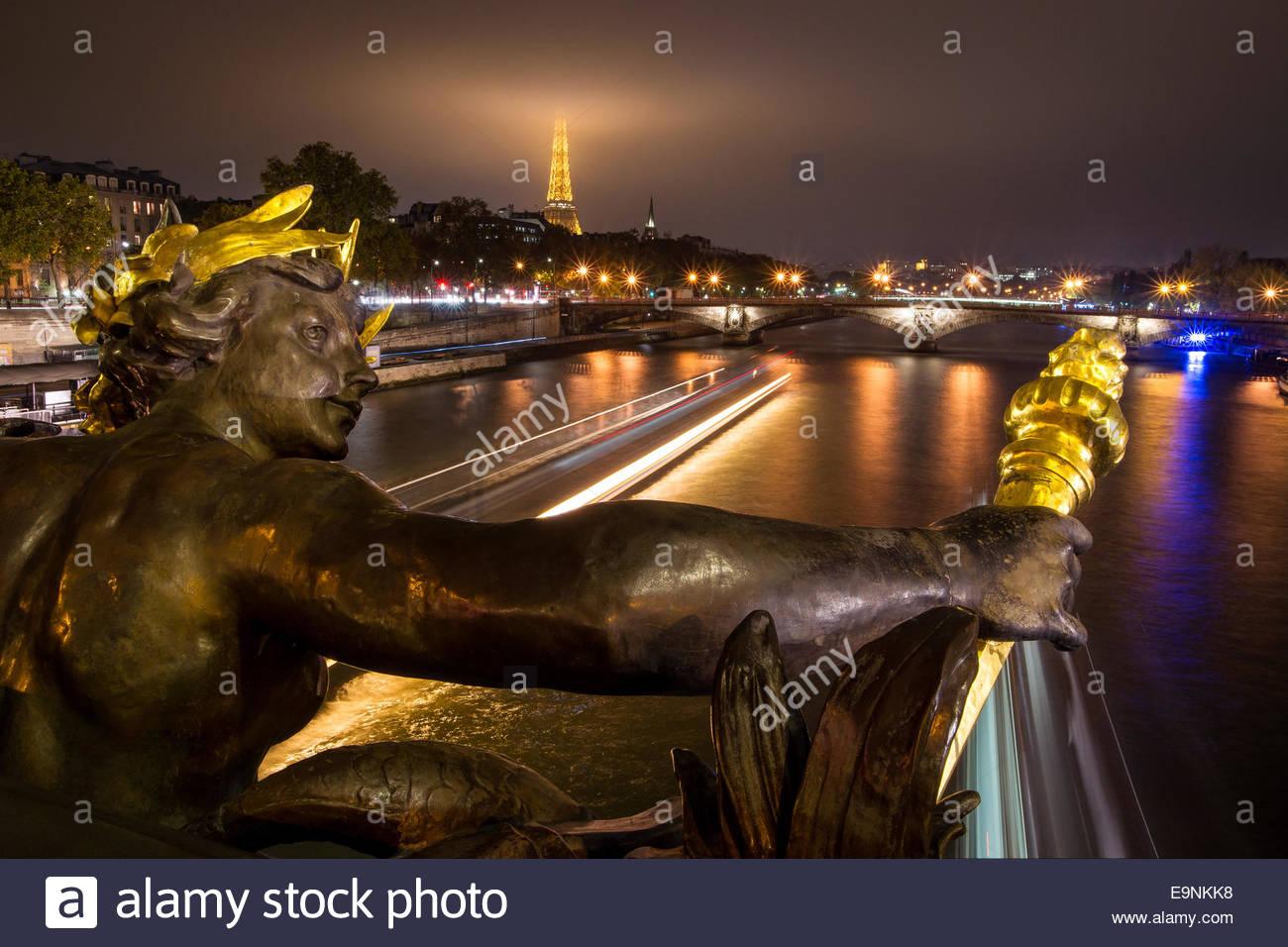 paris-pont-alexandre-iii-E9NKK8.jpg