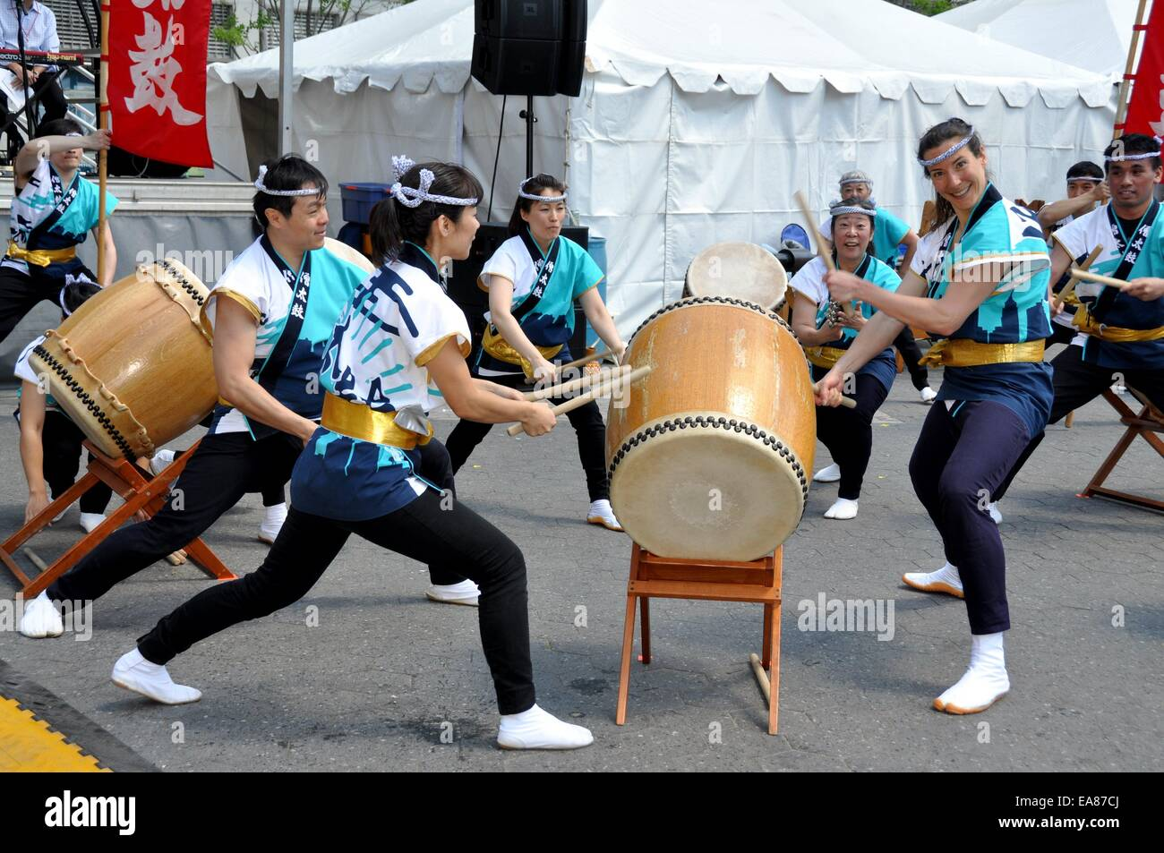 http://c7.alamy.com/comp/EA87CJ/nyc-buddhist-japanese-group-soh-daiko-in-performance-at-the-32nd-asian-EA87CJ