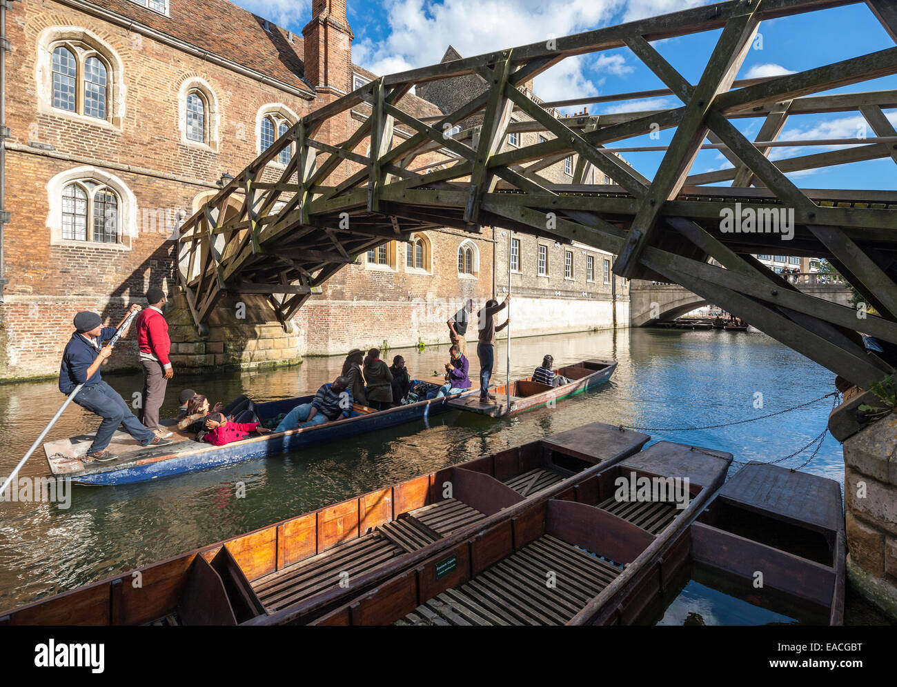 http://c7.alamy.com/comp/EACGBT/cambridge-mathematical-bridge-on-the-river-cam-at-queens-college-with-EACGBT.jpg
