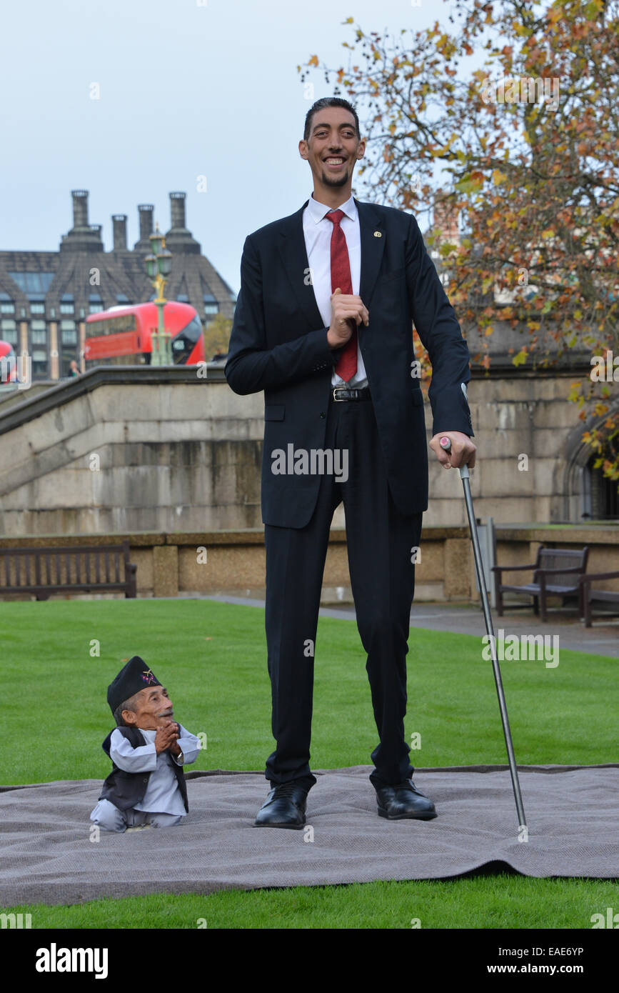 Tallest Person In The World 2014 London, Uk. 13t...