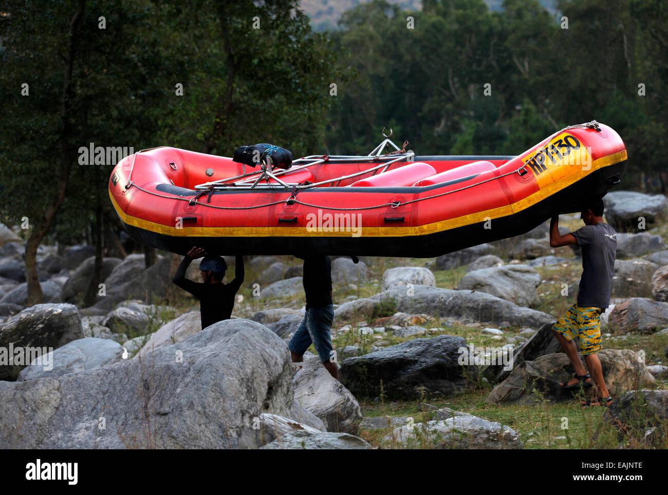 men-river-raft-bear-river-manali-india-E