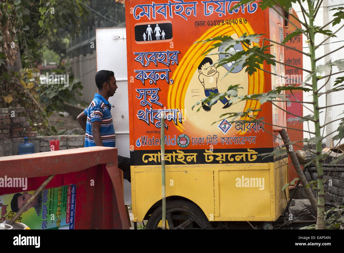 dhaka bangladesh 19th nov 2014 people uses itinerant mobile stock photo royalty free image. Black Bedroom Furniture Sets. Home Design Ideas