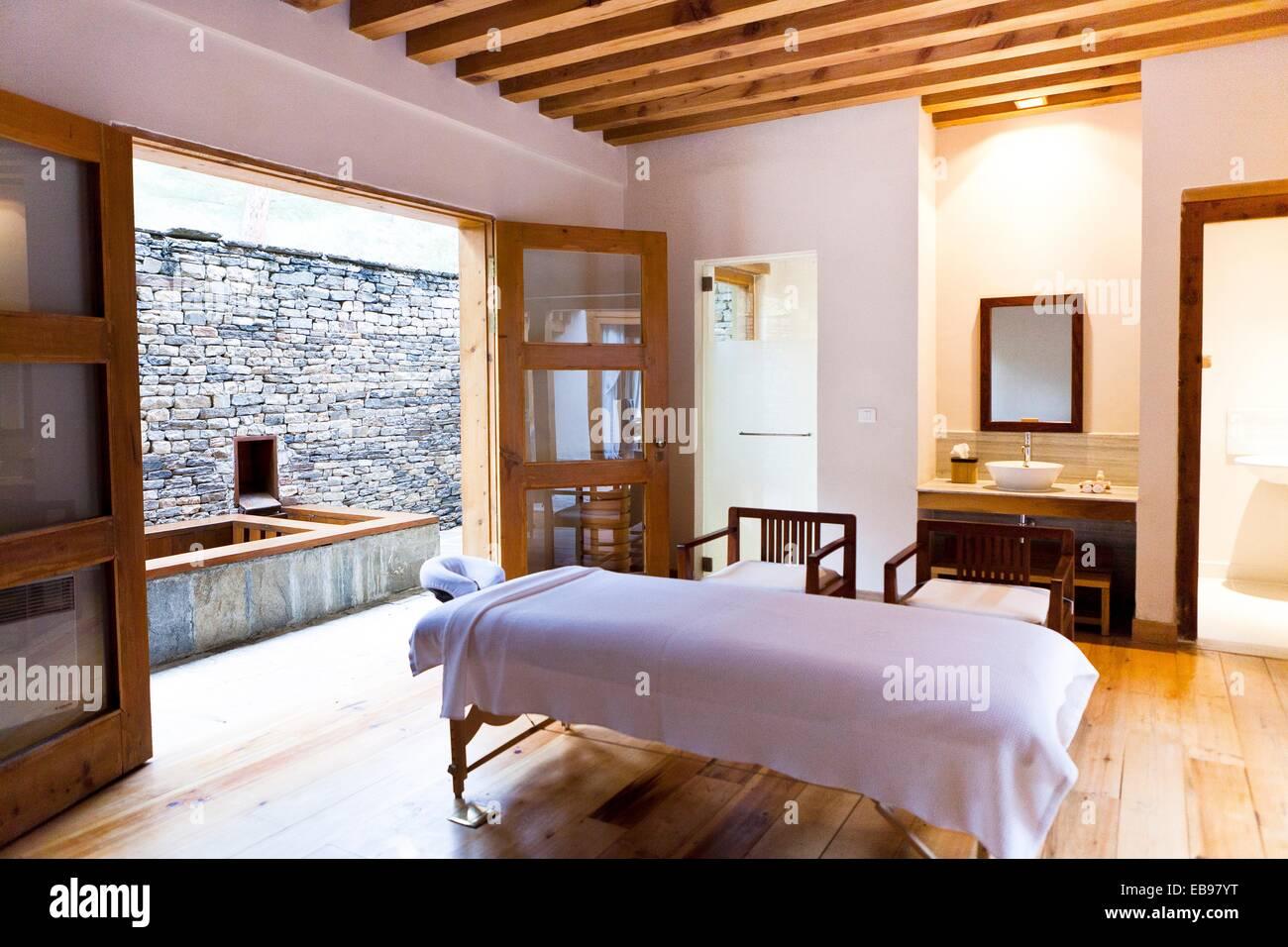 Treatment room of como villa boutique luxury resort uma for Boutique luxury
