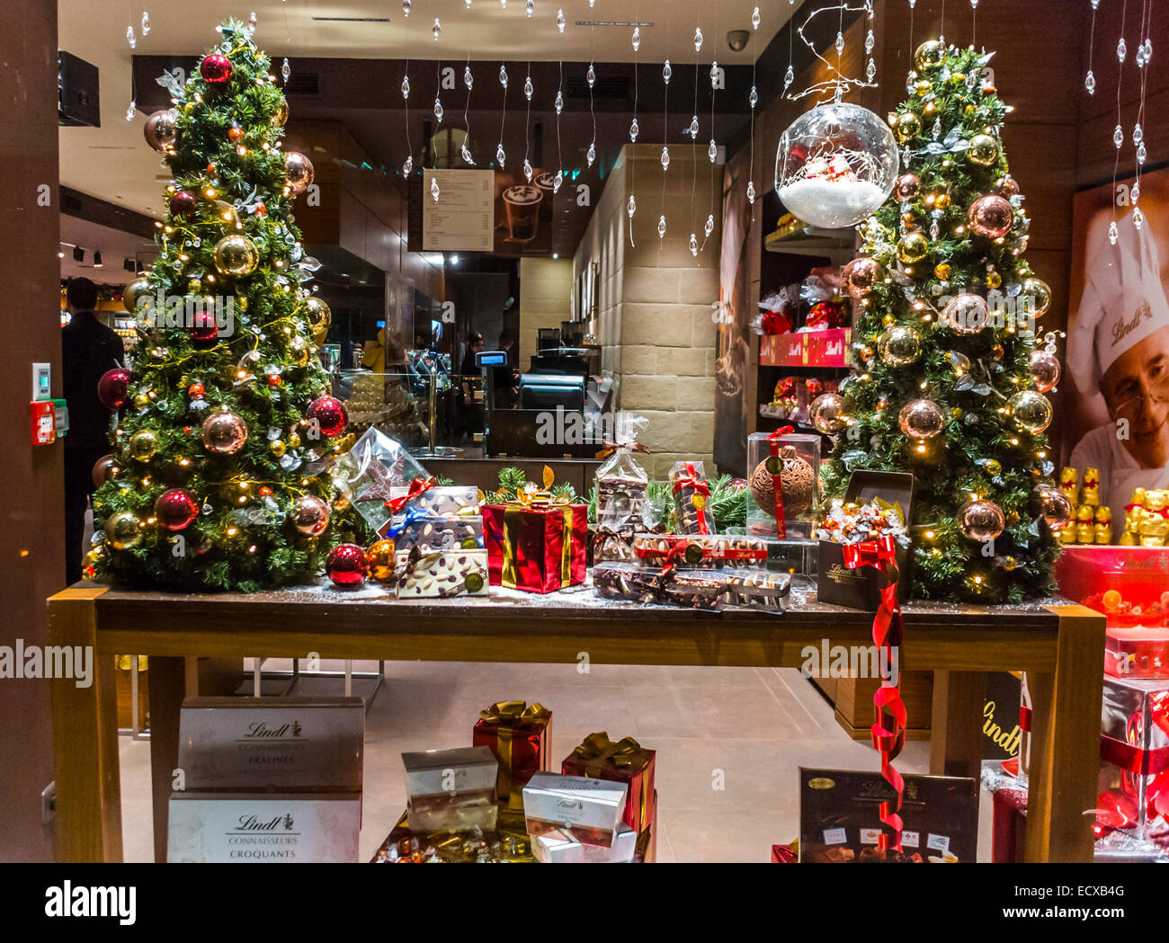 Paris france french chocolatier lindt brand shop for Chocolate christmas decorations