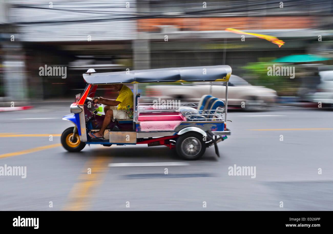 tuk-tuk-passing-by-in-a-street-in-bangko