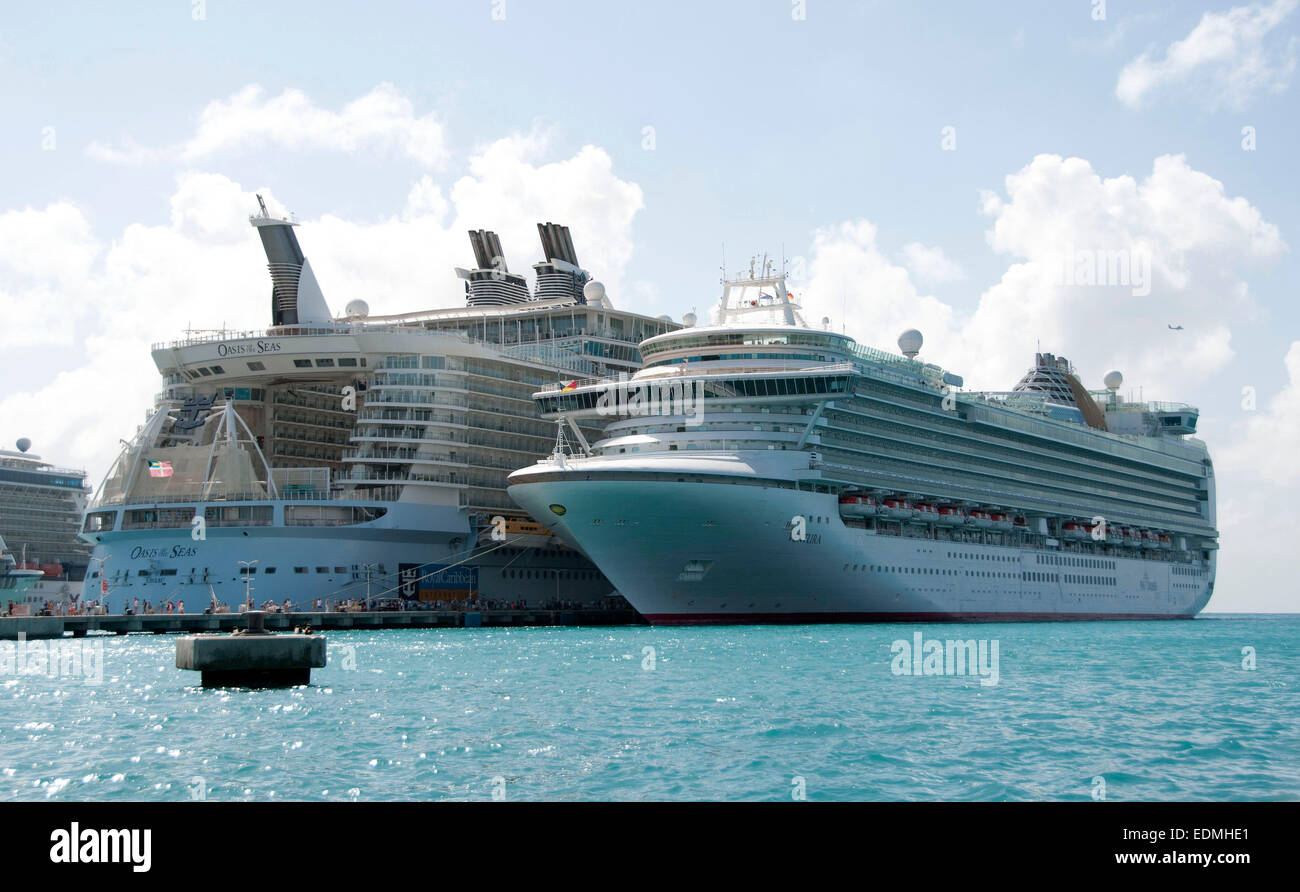 The Oasis of the Seas - Royal Caribbean cruise ship docked ...