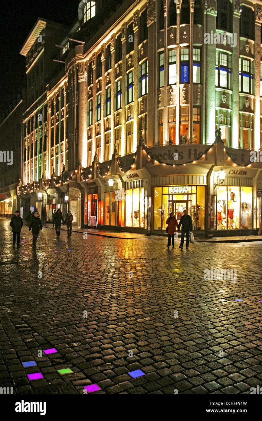 deutschland leipzig nacht haus kaufhaus aussen beleuchtet sachsen stockfoto lizenzfreies bild. Black Bedroom Furniture Sets. Home Design Ideas