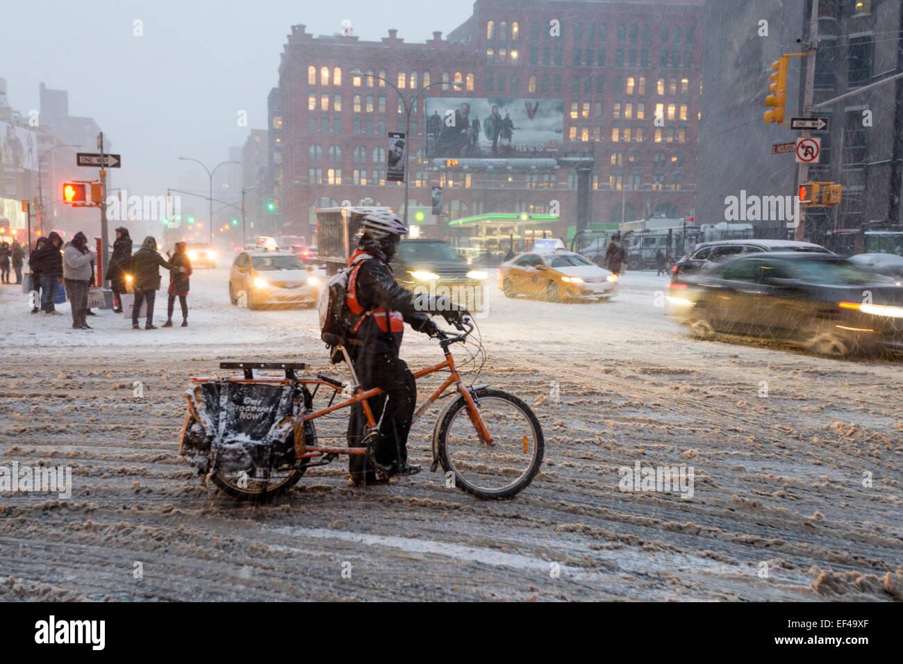 new-york-usa-26th-january-2015-snow-bega