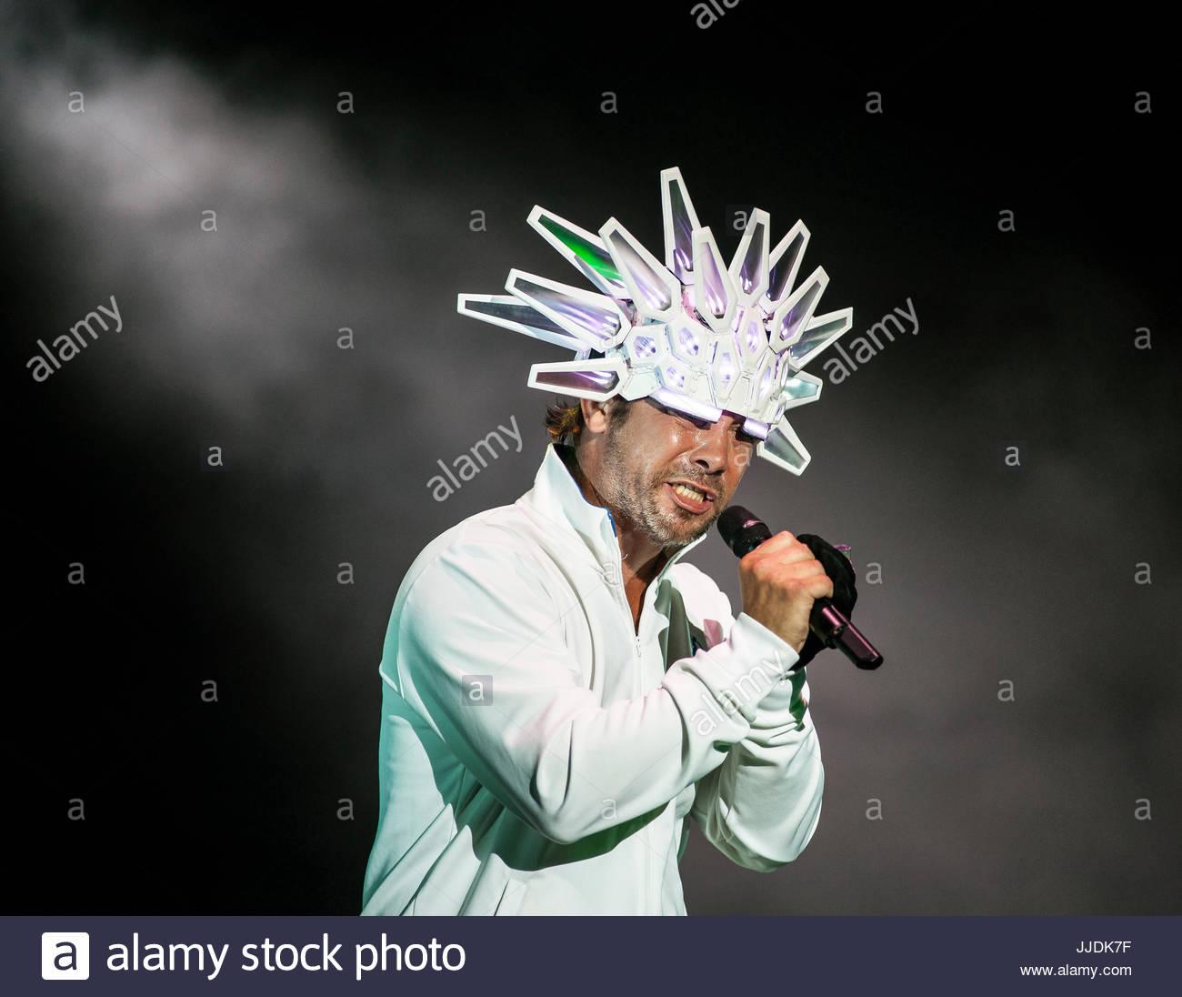 jamiroquai-singer-jay-kay-performing-liv