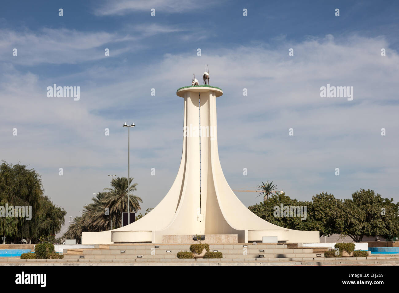 Oryx monument in a roundabout in al ain city emirate of for Diwan roundabout al ain
