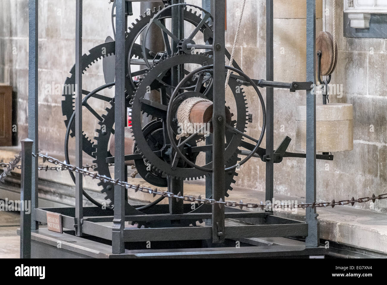 the-oldest-working-medieval-clock-in-the-world-in-salisbury-cathedral-EG7XN4.jpg