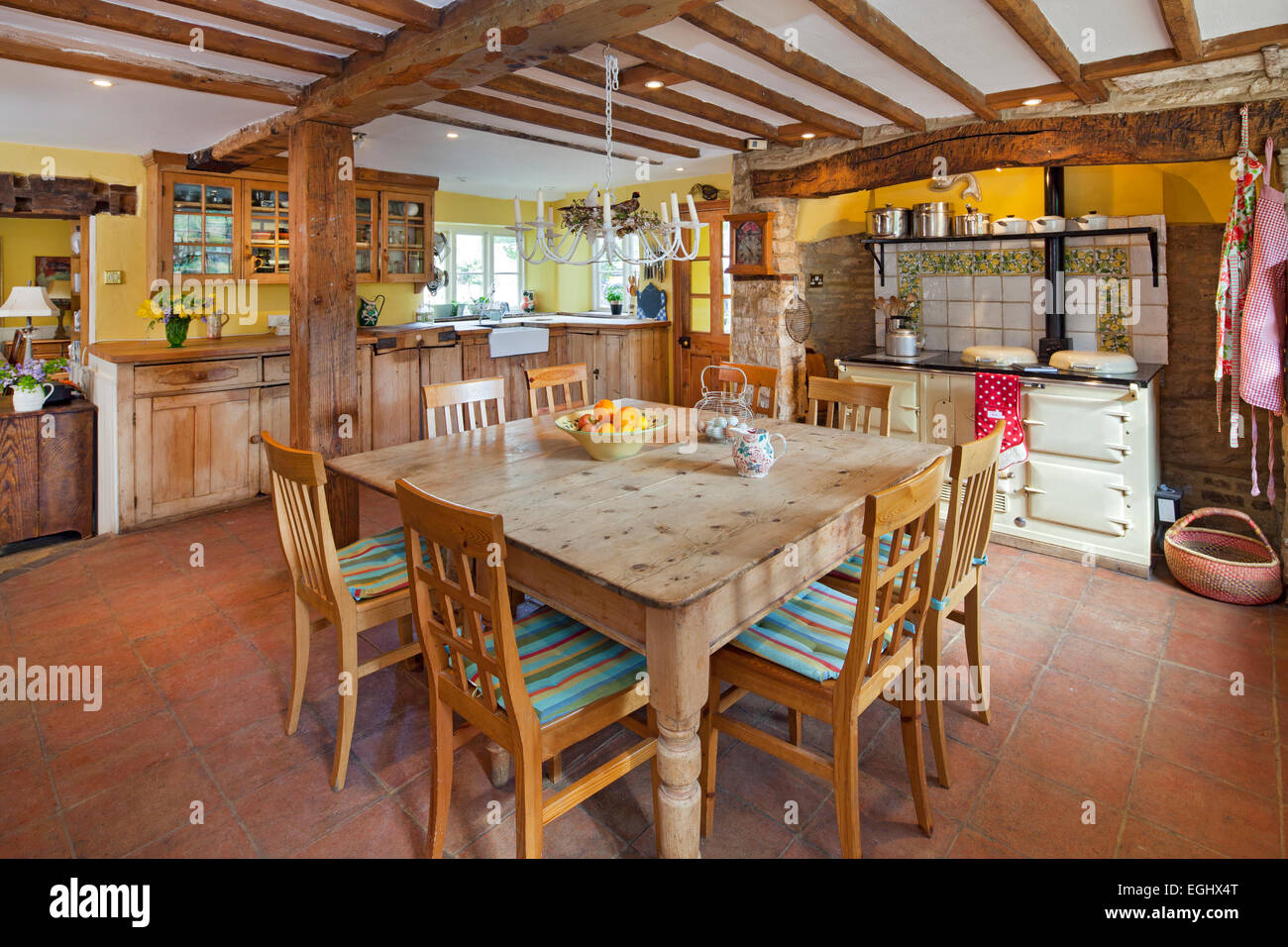 Traditional farmhouse kitchen with pine dining table and for Traditional farmhouse kitchens