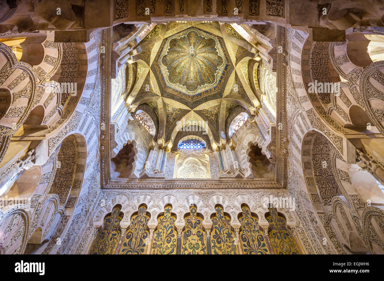 http://c7.alamy.com/comp/EGJWH6/cordoba-spain-great-mosque-interior-ceiling-of-the-cupola-above-the-EGJWH6.jpg