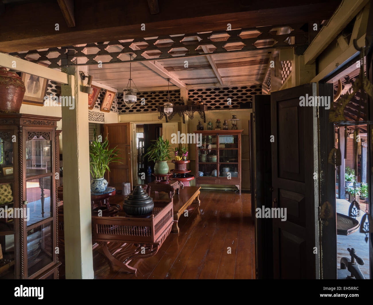 Inside old traditional thai style house in lampang for Thai classic house