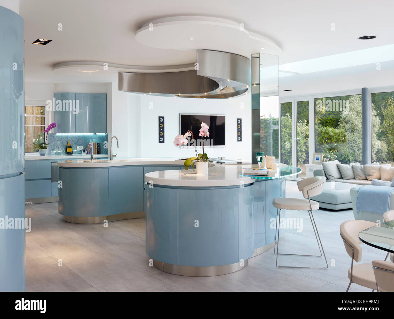 Blue and white curved breakfast bar island in modern for Curved kitchen units uk