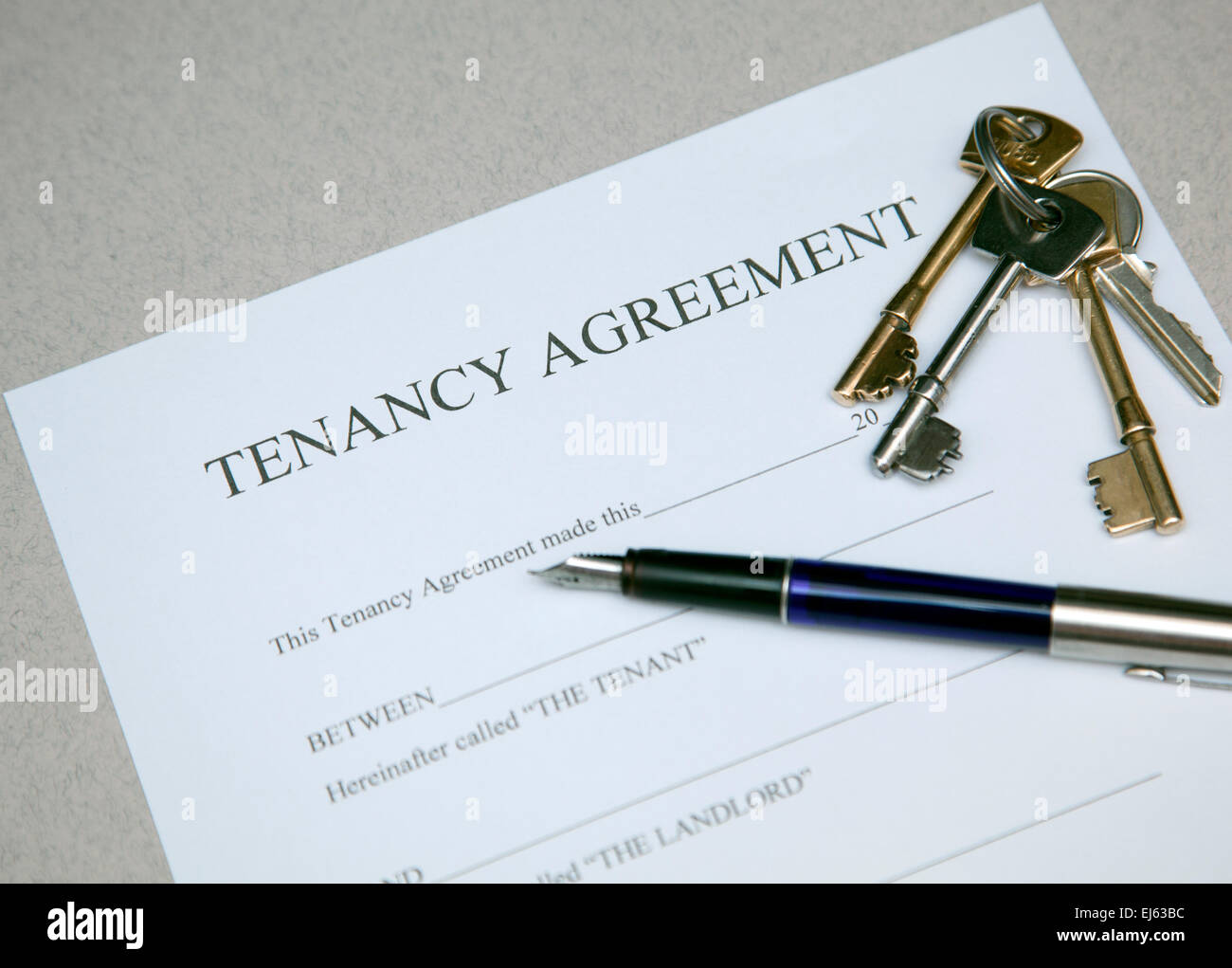 tenancy-agreement-document-and-house-key