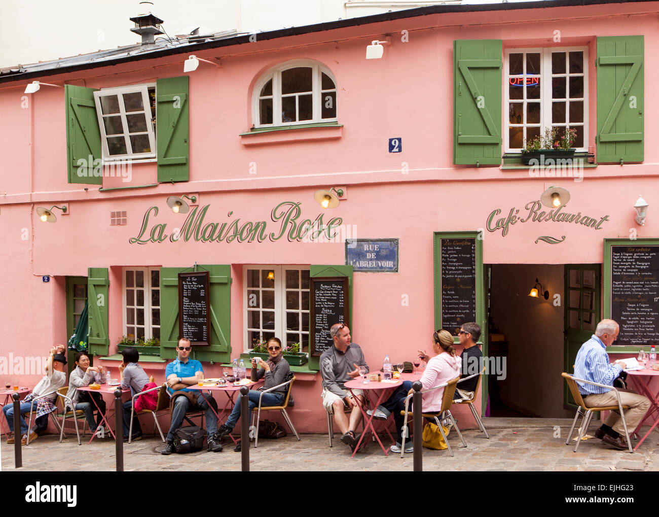 Outdoor eating at la maison rose cafe montmartre paris for La maison du cafe paris