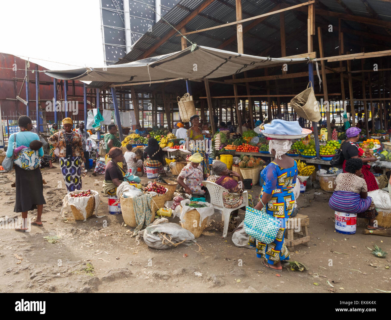 local-people-shopping-in-a-market-goma-n