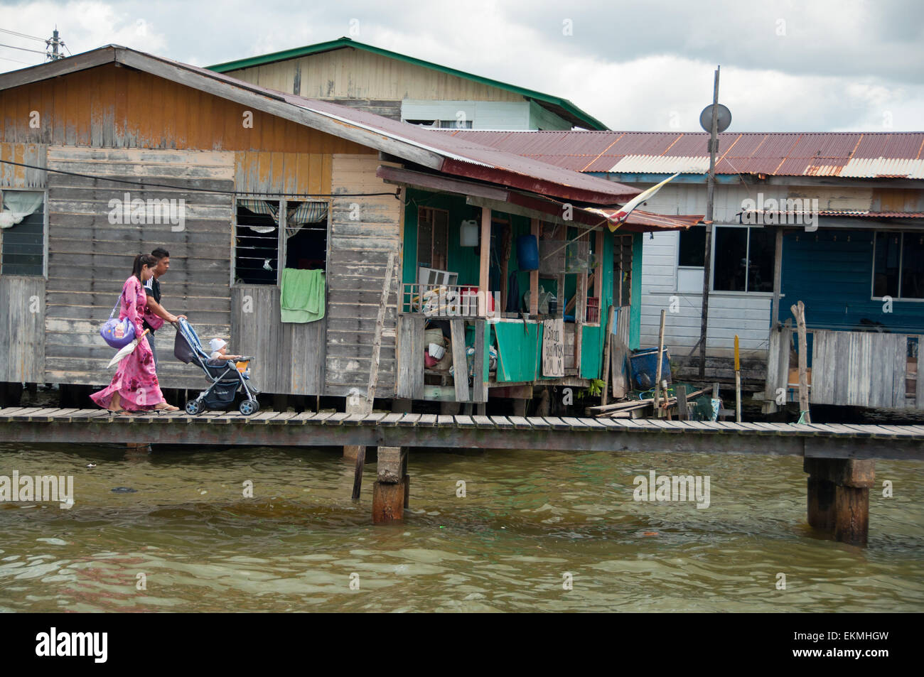 the-water-village-of-kampong-ayer-bandar-seri-begawan-brunei-EKMHGW.jpg