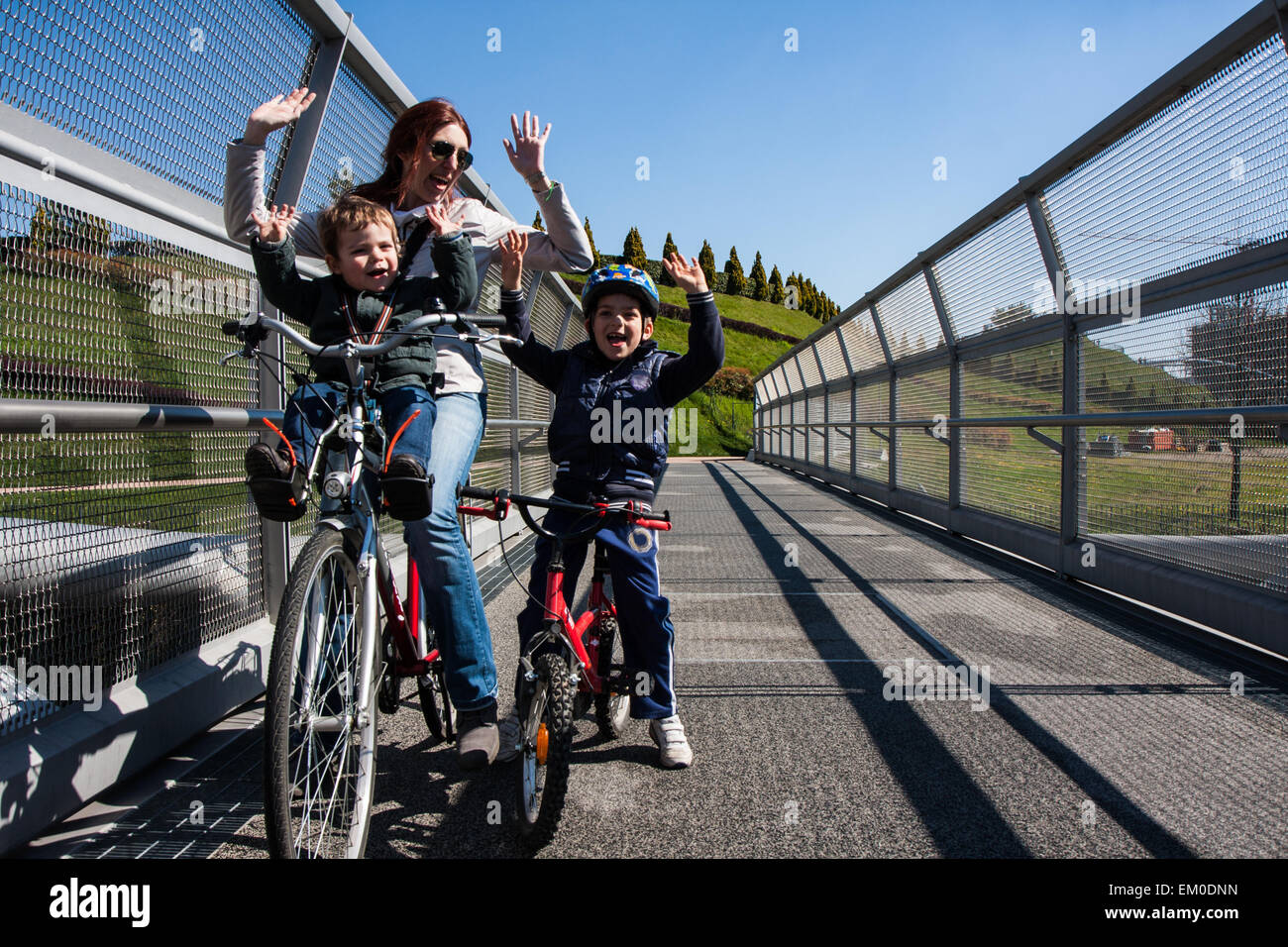 Modern steel cycle bridge that connects the city park Stock Foto