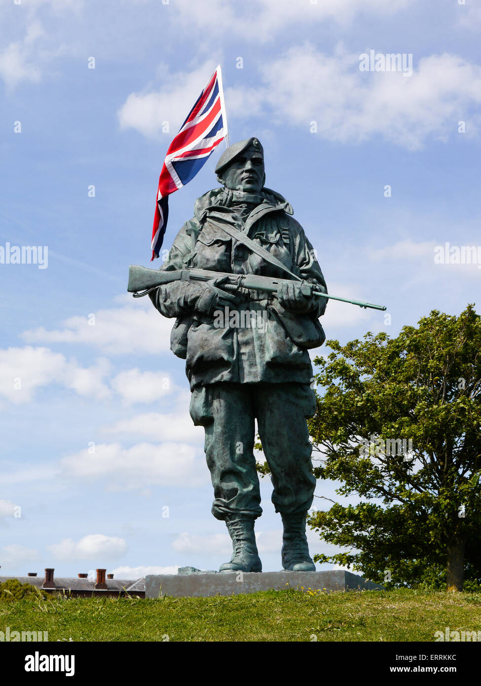 the-yomper-memorial-by-sculptor-philip-jackson-outside-the-royal-marines-ERRKKC.jpg